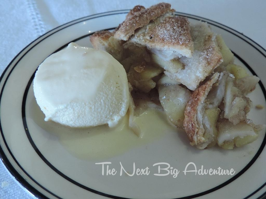 Homemade apple pie and ice cream in Guerrero.. among the best we've ever had